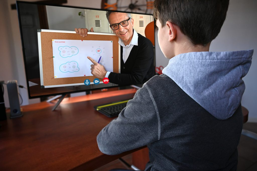 Nuevos roles, espacios híbridos, hábitos y prácticas en épocas de cambio en la educación