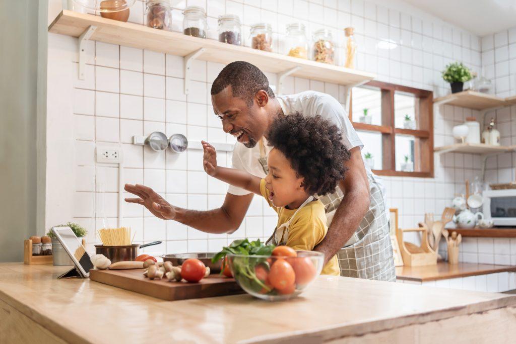 Los padres como pedagogos, psicólogos, malabaristas y más